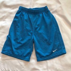 Nike boys size 5 basketball shorts